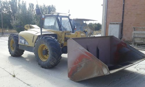 CATERPILLAR TH220B, TELESCOPICA